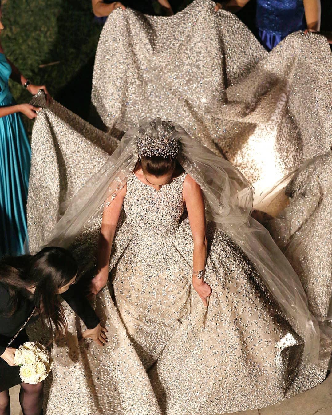 a02067240e54d أفخم فساتين زفاف إيلي صعب تألقت بها عرائس في حفلات زفافهن - Savoir Flair