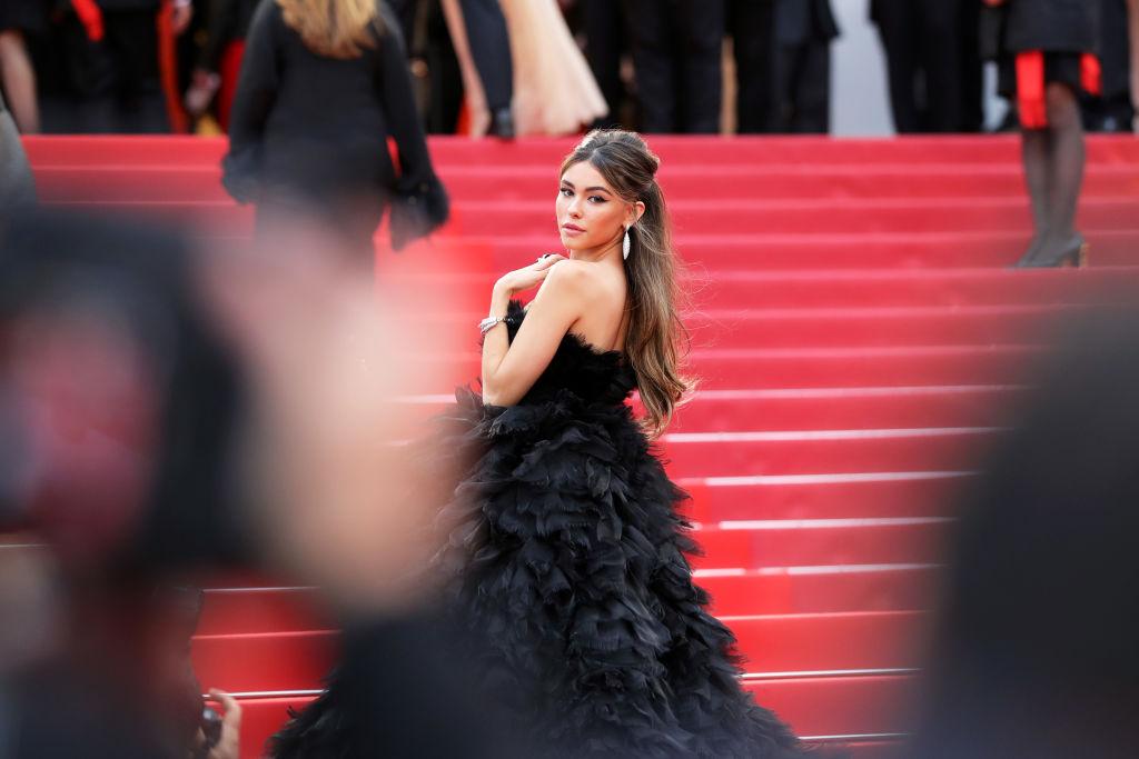 a65906a6bf8f6 كيفية اختيار فستان السهرة بمساعدة المصمم غابي شربشي - Savoir Flair ...